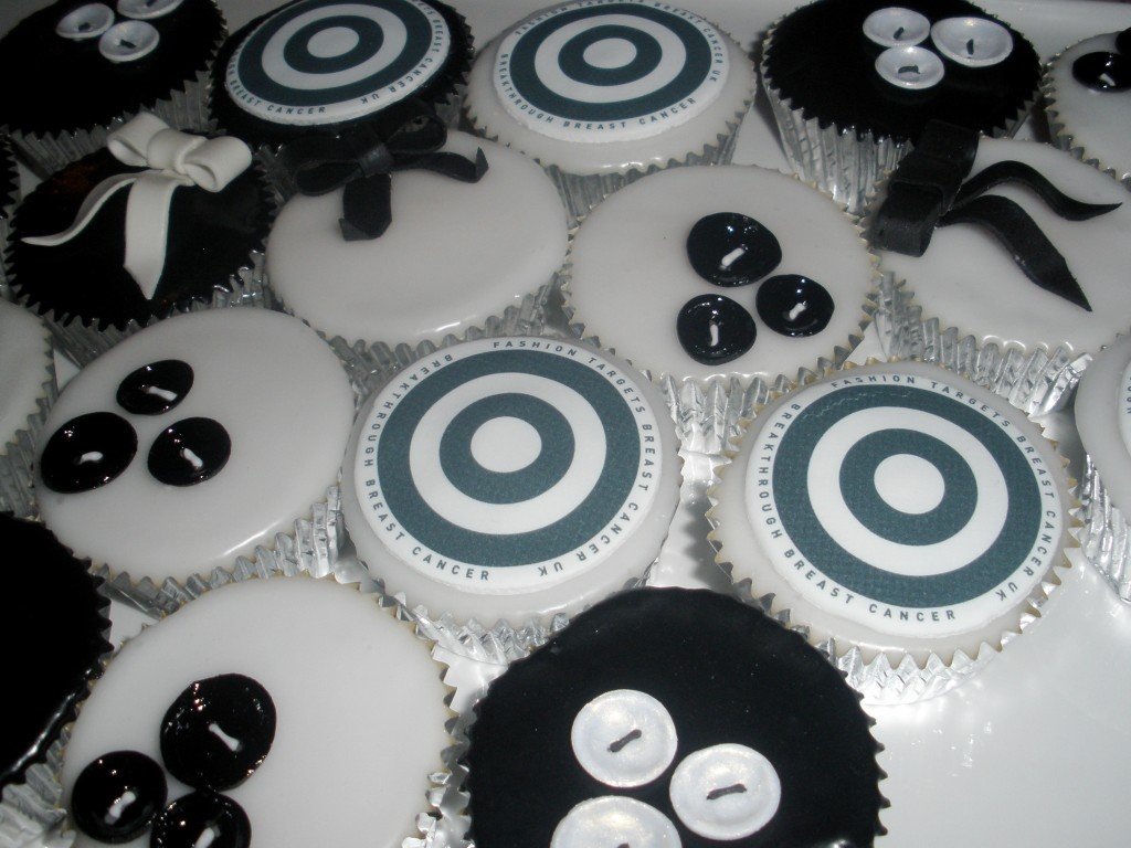 Fashion-Targets-Breast-Cancer-Cup-Cakes
